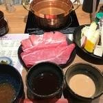 79328938 - この写真にご飯+漬物がつきます。左端がラーメンスープの素入り鉢。
