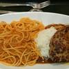 ミートマクハリ - 料理写真:パス☆カ ハンバーグ 。 なかなか大きなお皿です。