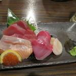魚参 - 本日のオススメはお造りの盛り合わせ@500円