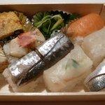 左可井 - お土産・季節の魚の押し寿司