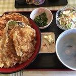 79330553 - ハゼ丼(大盛無料)850円+しじみの味噌汁 200円