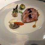 79333900 - 肉料理 群馬県産 くちどけ加藤ポーク ロース肉を優しくロースト 冬の野菜とブラックオリーブのコンディモンを添