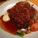 79334191 - お皿を覆うほどの巨大ハンバーグは、180gと食べ応え満点