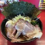 横浜ラーメン とんこつ家 - 特製ラーメン(醤油)