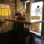 E-YANAKA - 立ちテーブルの様子。