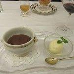 ビストロ ダイア - クラシカルな焼きたて濃厚フォンダン・ショコラ ココット仕立て 蜂蜜のアイスと共に
