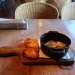 カフェ・マディ - 海老とマッシュルームのアヒージョ