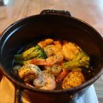 カフェ・マディ - 海老とマッシュルームのアヒージョアップ