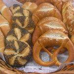 パン工房リーブル - 料理写真:左からザルツシュタンゲル、センメル、プレッツェル、ツォップ