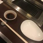 焼肉 くまちゃん - タレは席に準備されてます