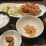 地酒とそば・京風おでん 三間堂 - 若鶏の唐揚げ定食 850円