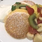 幸せのパンケーキ - 季節のフレッシュフルーツパンケーキ