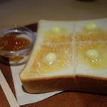 ドングリー コーヒースタンドと暮らしの道具店 - 特製ジャムつきバタートースト