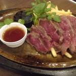 79348183 - Au産氷温熟成牛キューブロール肉のグリル