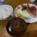 三楽食堂 - 盛りフライ定食(660円)