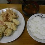三楽食堂 - 盛りてんぷら定食(660円)