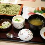和食レストランとんでん - 料理写真:にぎり鮨・そば¥1180