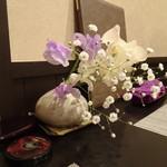 禅紫 - 卓上の花