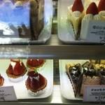 アトリエ・ドゥ・プレジール - 苺のショートケーキ、苺タルト、チョコ生ケーキ