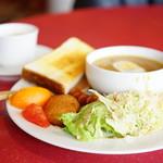 ザ コーヒー - 料理写真:モーンングセット 土日祝 ミルキーカレーモーニング (¥650)