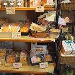 ポーズカフェ - 内観 焼菓子コーナー