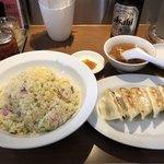 昌平ラーメン - 炒飯600円と単品餃子300円と瓶ビール500円