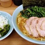 武蔵家 - ほうれん草チャーシュー麺中盛、サービスライス