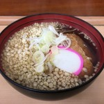 そば処 八甲田 - きつねうどん(360円)にたぬき(40円)をトッピング