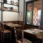 ア フェネステッラ - 雰囲気の良い店内