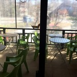 ア フェネステッラ - 店内からワンコOKのテラス席を 冬以外はオープンテラスになりそう