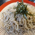玄武洞茶屋 - 九割の挽きぐるみ蕎麦。コシが強めでツルッとしたのど越しが美味でした。