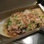 博多金蛸 - 一番人気のソース味!カツオ節で見えにくい・・?