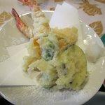 あいらんど・びゅう - 天ぷらは海老2匹、カボチャ、茄子、シシトウの5品です。