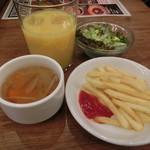 ベルサイユの豚 - サラダ・フライドポテト・スープ・飲み物