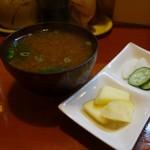 とんかつ一里塚 - お味噌汁は やや赤だし風