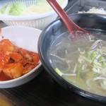 焼肉 味楽 - 大量のスープ
