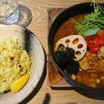 スープカレーガラク - 料理写真:チキンレッグスープカレーライス200g1780円