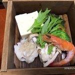 川口屋本館 - エビ・シューマイ・豆腐・野菜の蒸し物