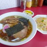 ゆたか - 料理写真:半チャンラーメン(650円)