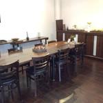 アカシヤ - ギャラリー兼喫茶スペース
