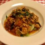 79385603 - 本日のメイン(肉)「豚バラと黒オリーブのトマト煮込」。