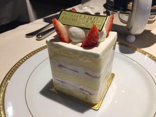 エスプリ - 人気No.1の3日かかるショートケーキ。スポンジ染み込ませたお酒の熟成にかかるそうです。