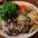 デュボワ - プレートC 豚フィレ肉のソテーキノコソース \1150