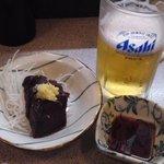 毎日 - 生ビール、くじら刺身 各350円