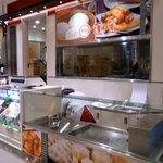 551蓬莱 - JR大阪三越伊勢丹の店舗です。正面部分です。