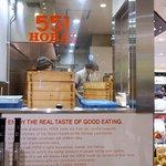551蓬莱 - JR大阪三越伊勢丹の店舗です。横面部分です。(その1)