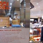551蓬莱 - JR大阪三越伊勢丹の店舗です。横面部分です。(その2)