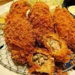 とんかつ寿々木 - とんかつ 寿々木 コレド室町店 @三越前 ランチ カキフライ定食のとんかつ屋さんならではの立った衣に包まれる広島産牡蠣はジューシーな蒸し上がり