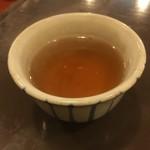 錦 もちつき屋 - 熱いほうじ茶