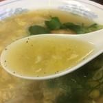 栄来軒 - 卵あんかけラーメンのスープ